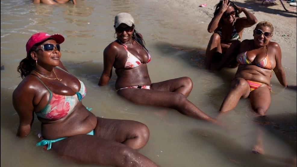 Black thick chubby girls in bikinis