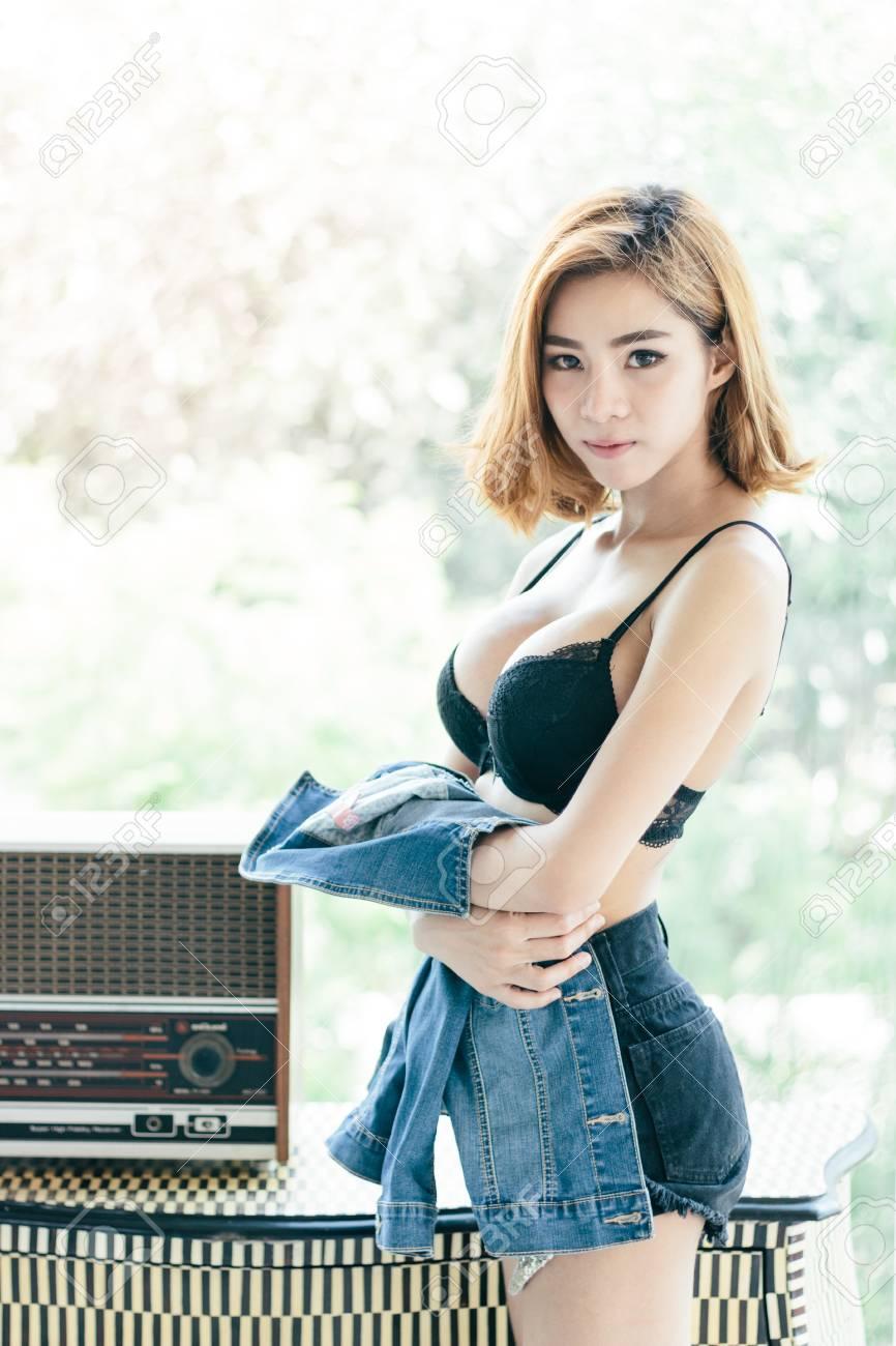Asian girls lingerie photos