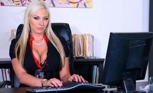 Kareena kapoor cum in pussy pics