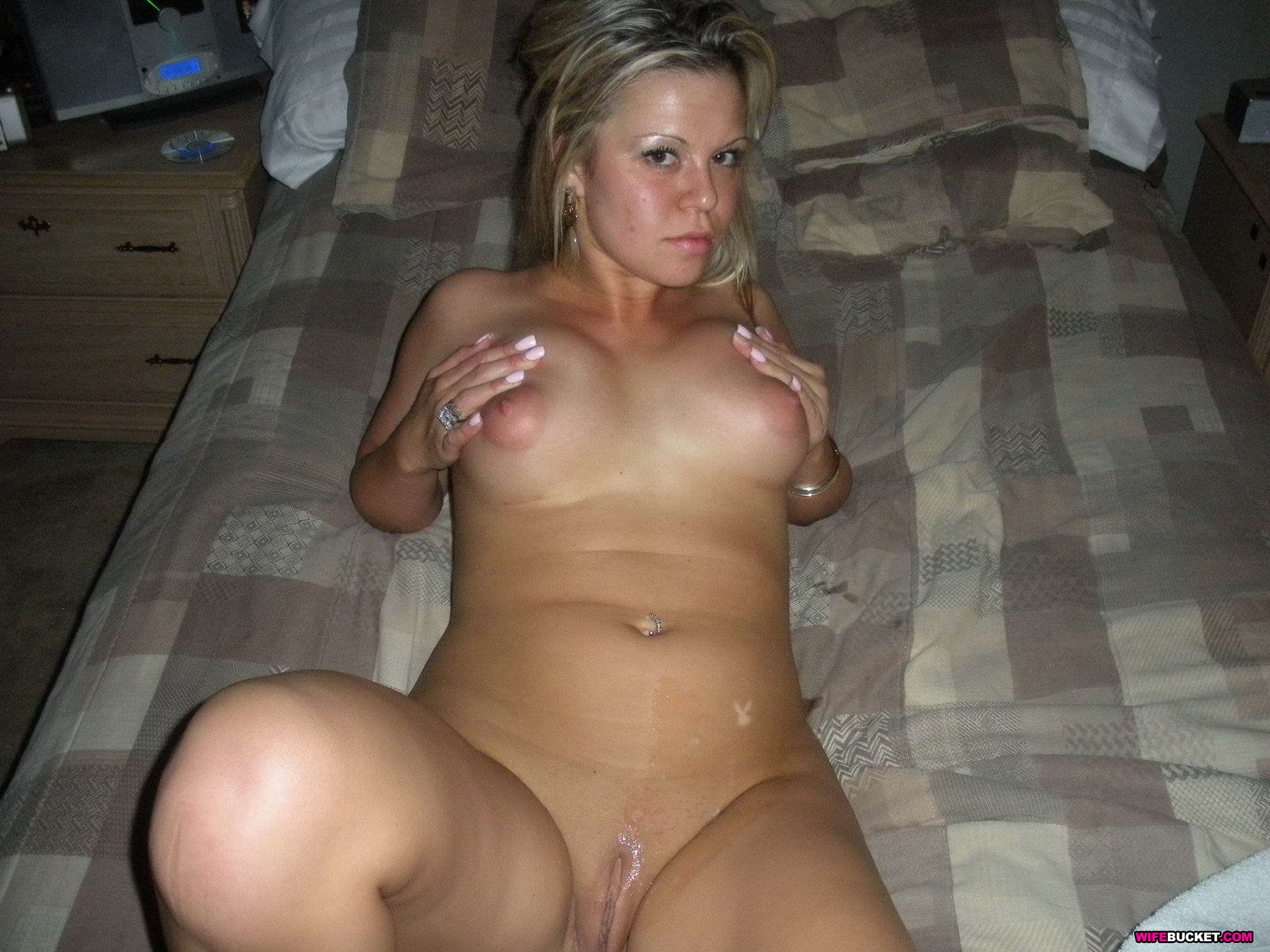 Milf amateur naked in bed