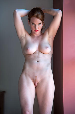 Sexy mature woman fucking mature naked