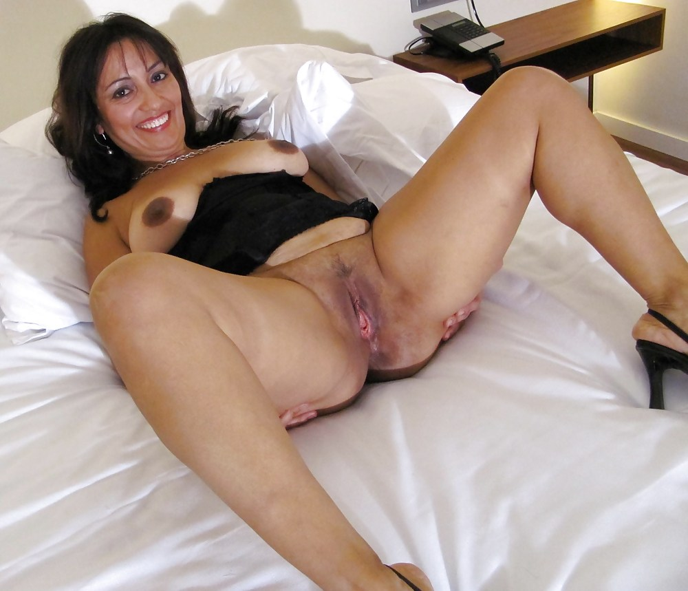 Mature legs open pussy
