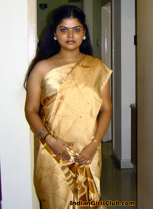Aunty naked saree show