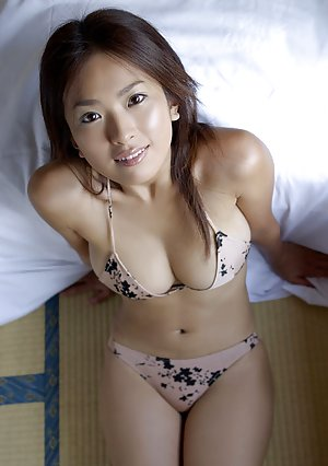 Asian nude big pussy spreading in bed