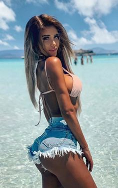 Sexy girls short shorts