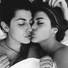 Mae paulina daniela lesbian