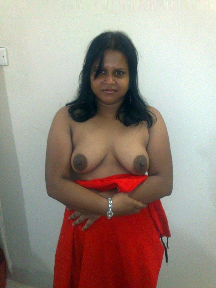 Desi aunty srips saree nude image