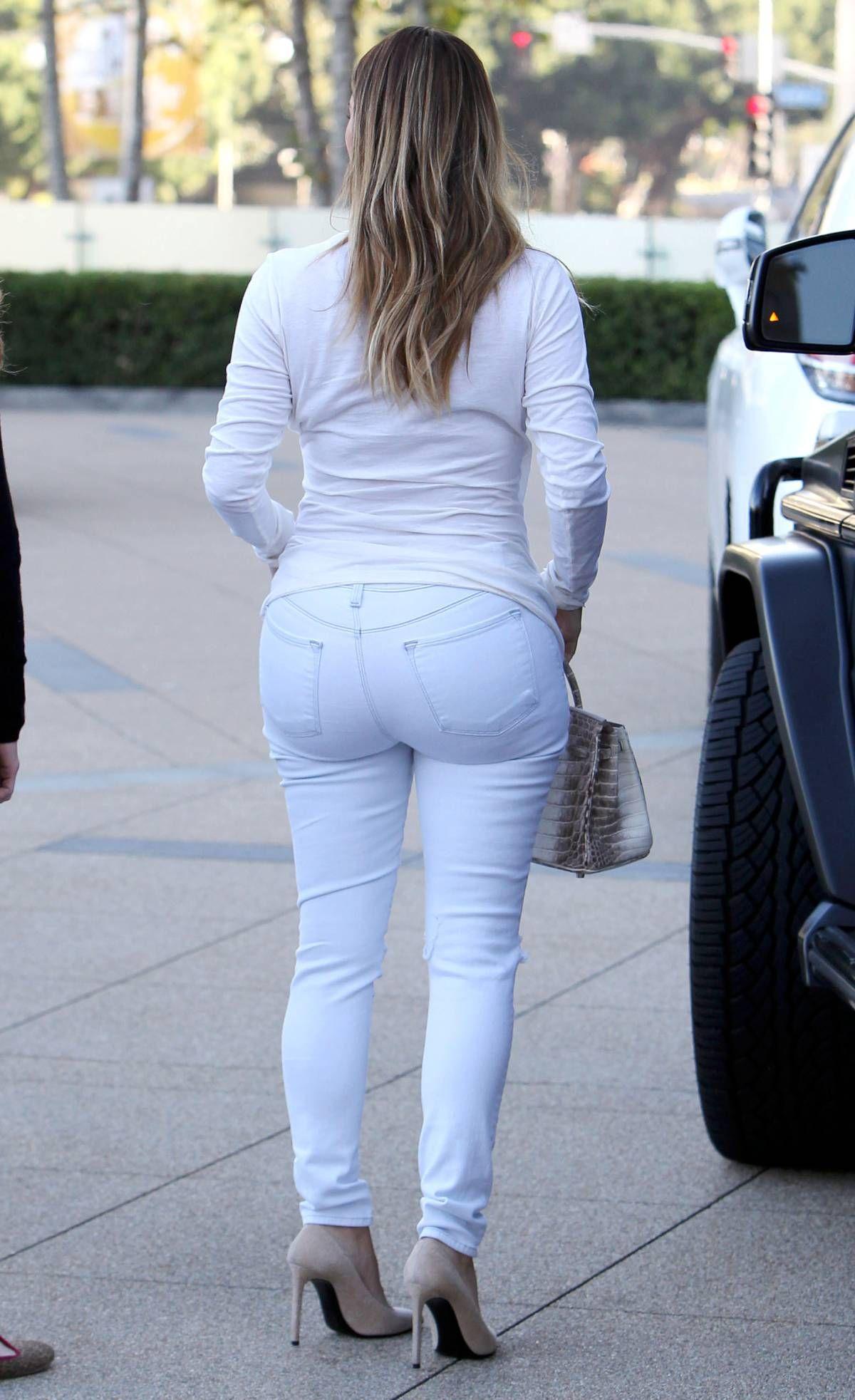 Kim kardashian skinny jeans ass