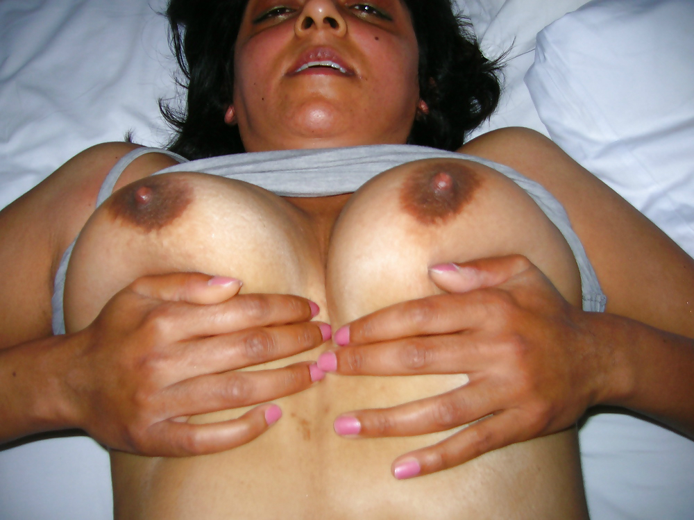 Busty aunty sexy nude photo