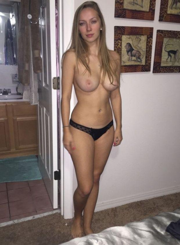 Amateur college girls showing tits