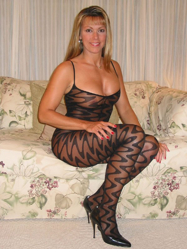 Amateur mature non nude photo