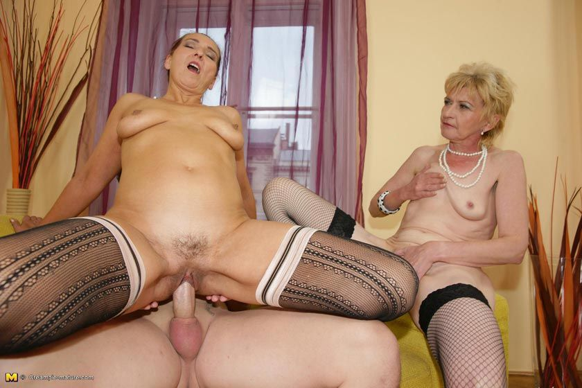 Slutty mature women sex