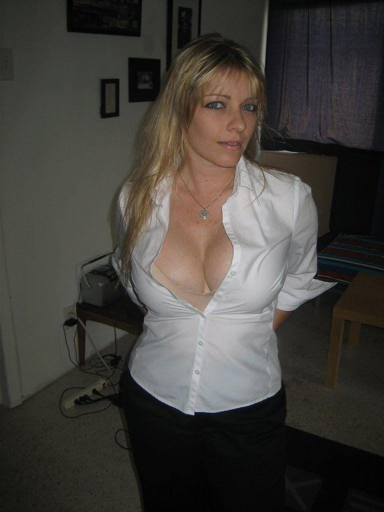 Hot milf shirt cleavage