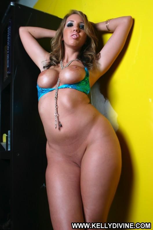 Kelly. divine. sexy. nuda