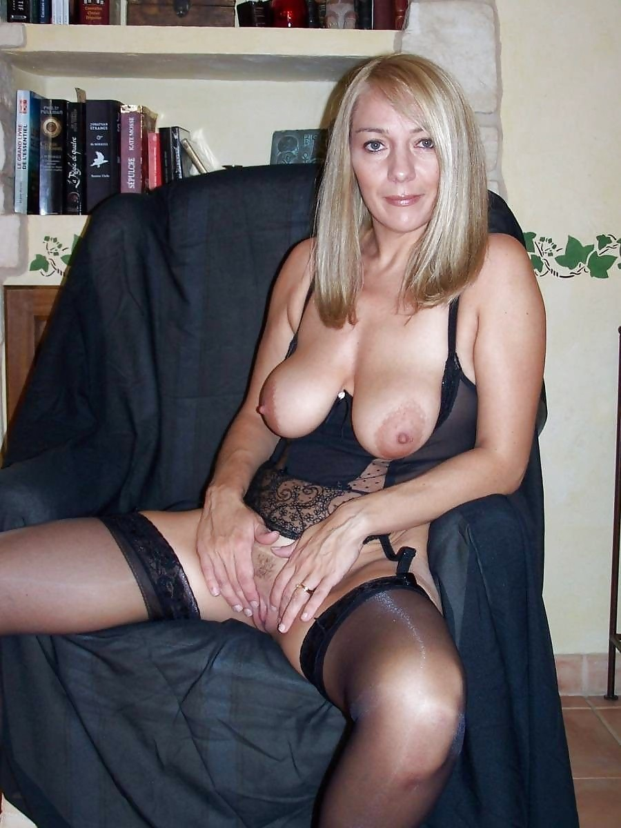Amateur mature wife in stockings
