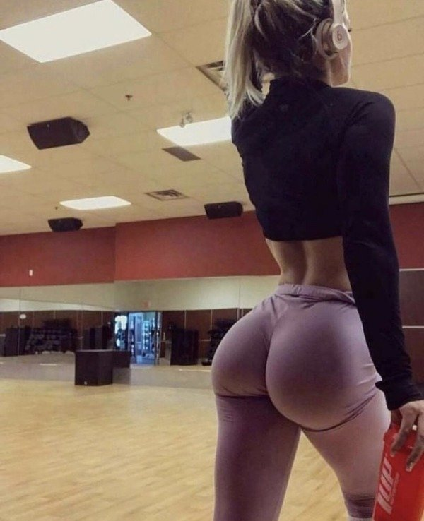 Sexy blonde girls in yoga pants ass