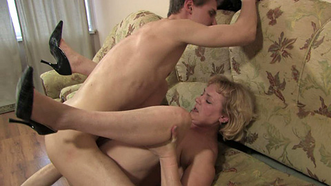 Homemade amateur drunk threesome