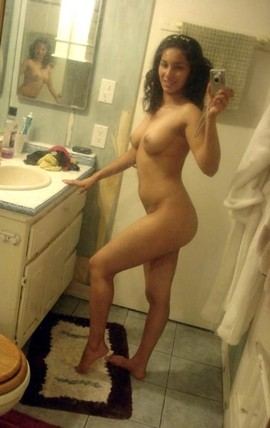 Girls bathroom nude selfie
