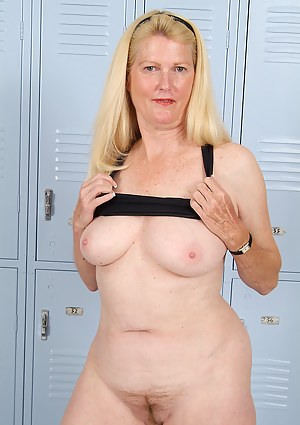 Milf in locker room