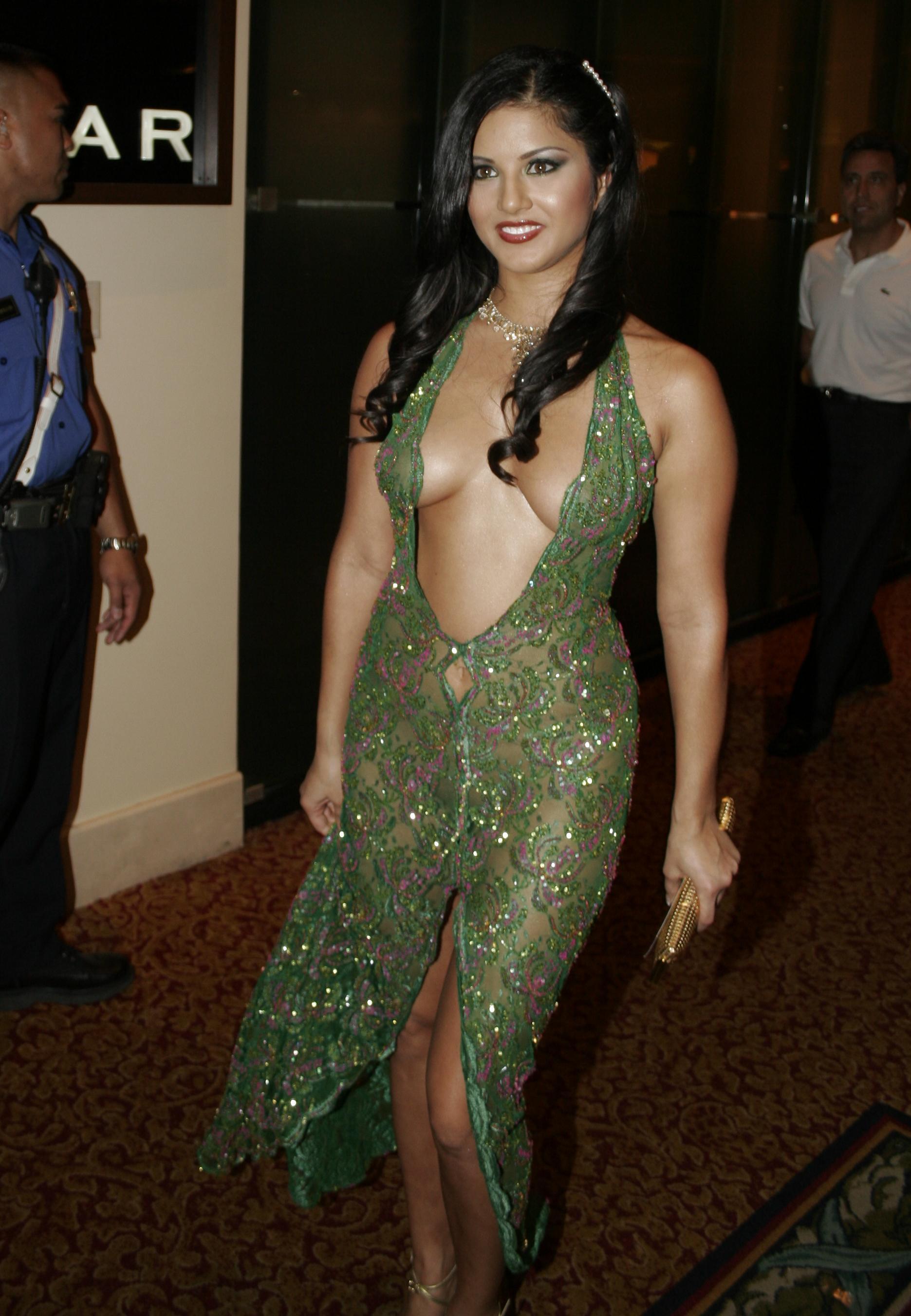 Sunny leone nude in award show