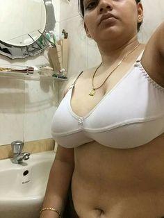 Indian big tits aunty in bra