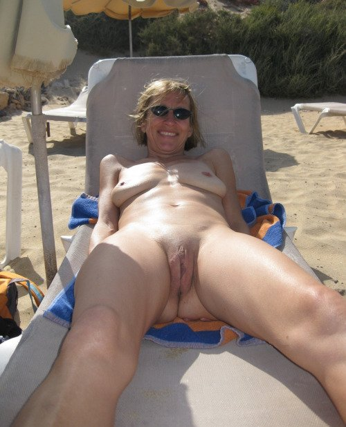 Amateur nude cougar wife