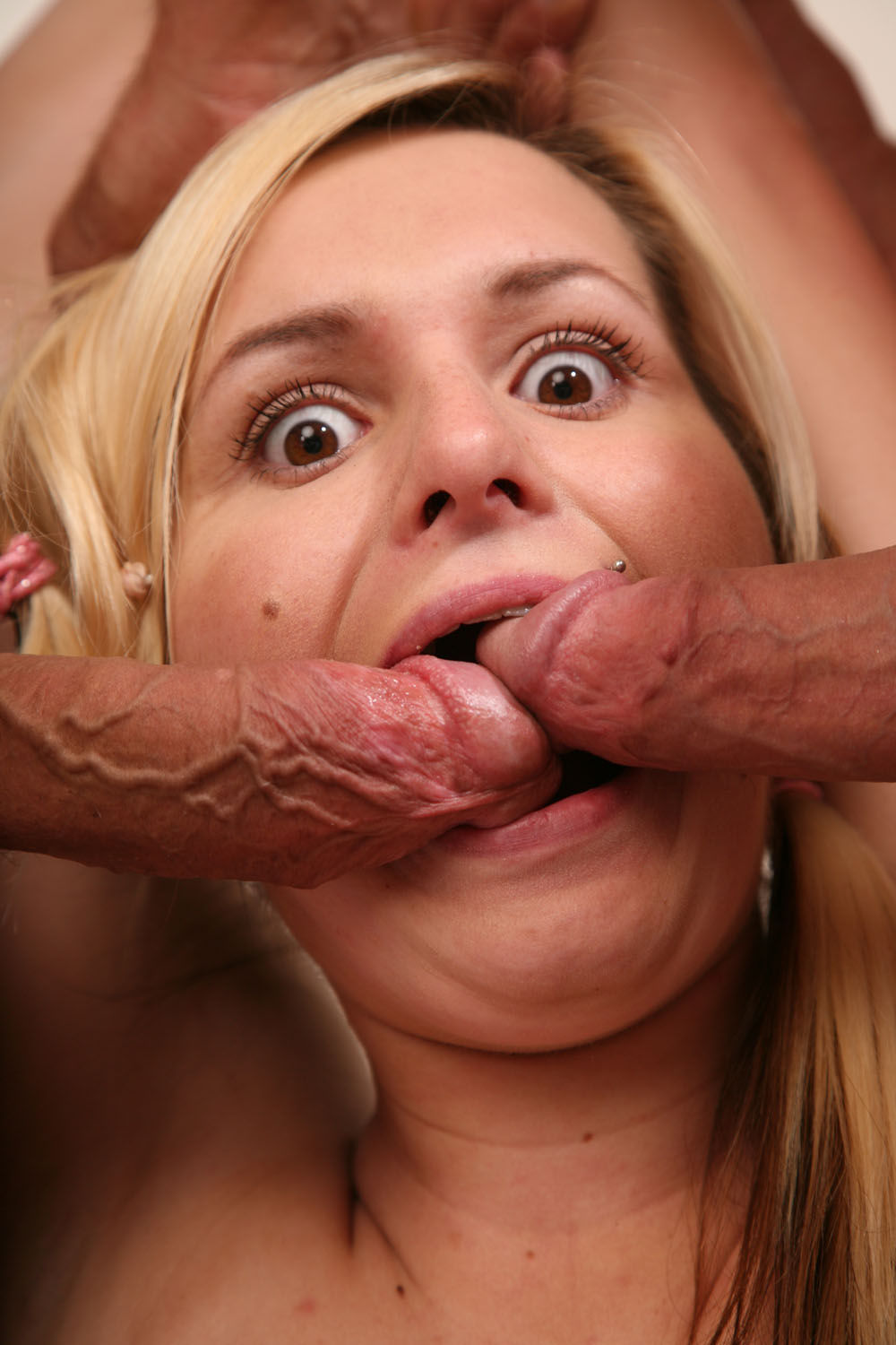 Amateur two cocks in her mouth