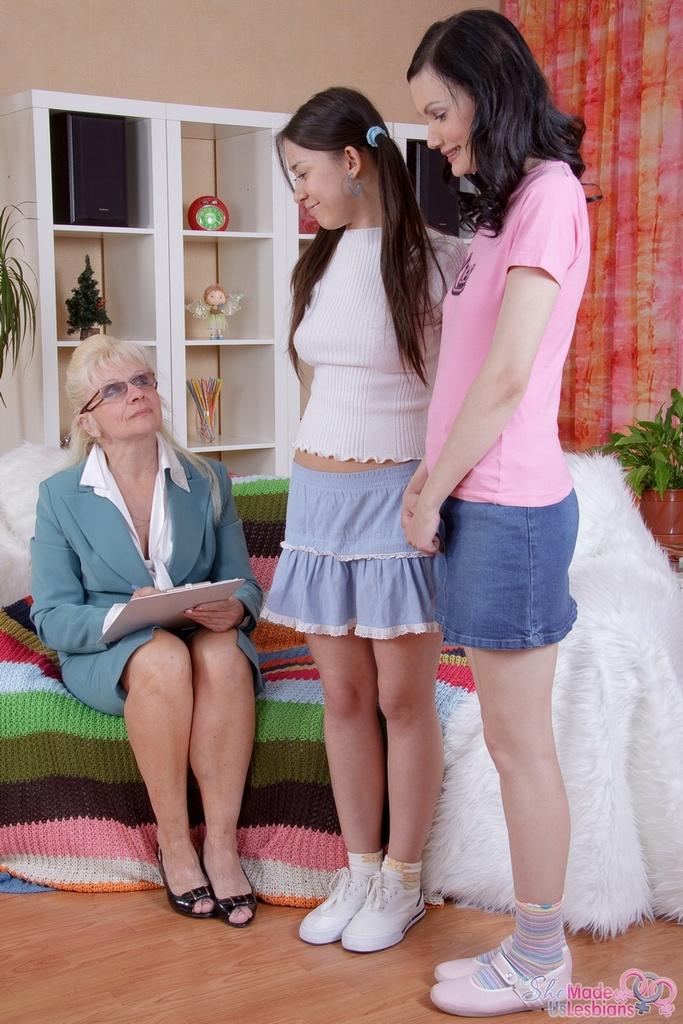 Milfs lesbian teachers having sex