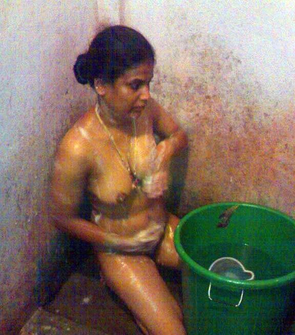 Hot mallu girls bathing