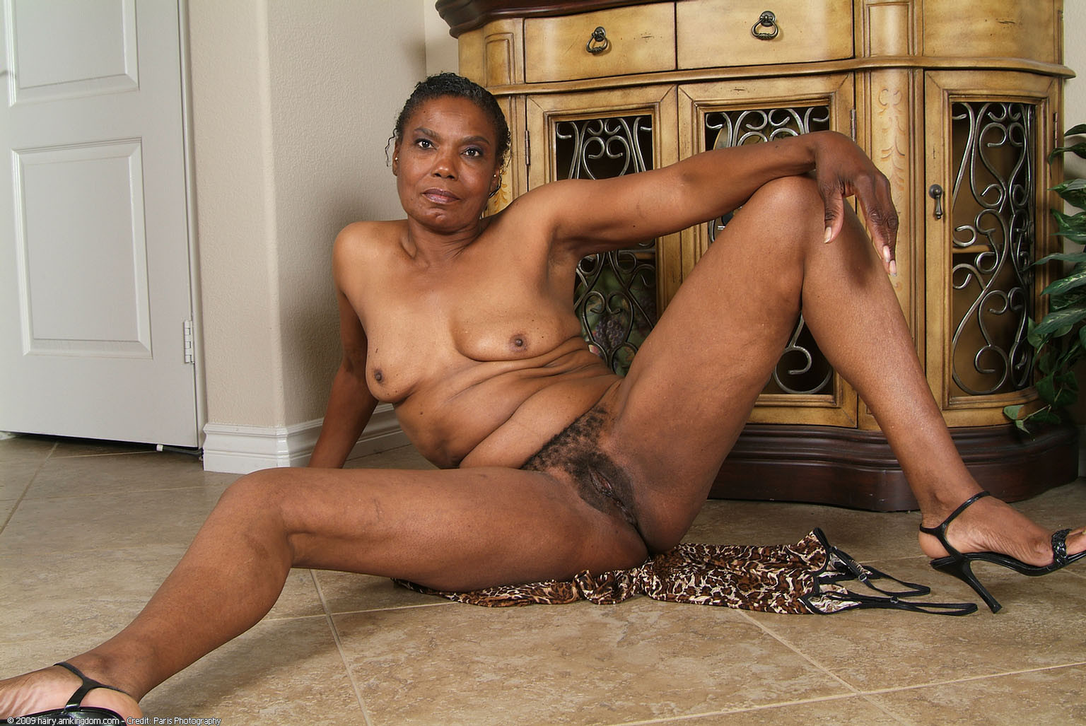 Mature black kenyan pussy