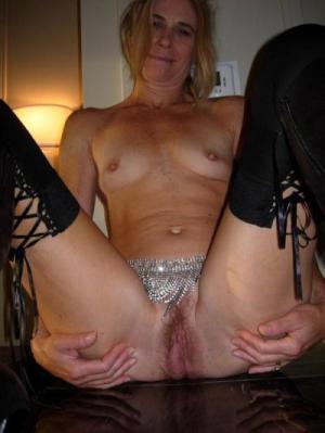 Mature slut spread pussy