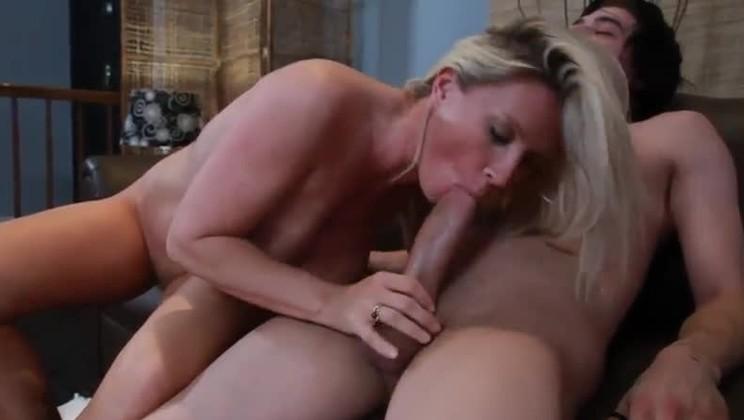 Hot mom big boobs sex photos