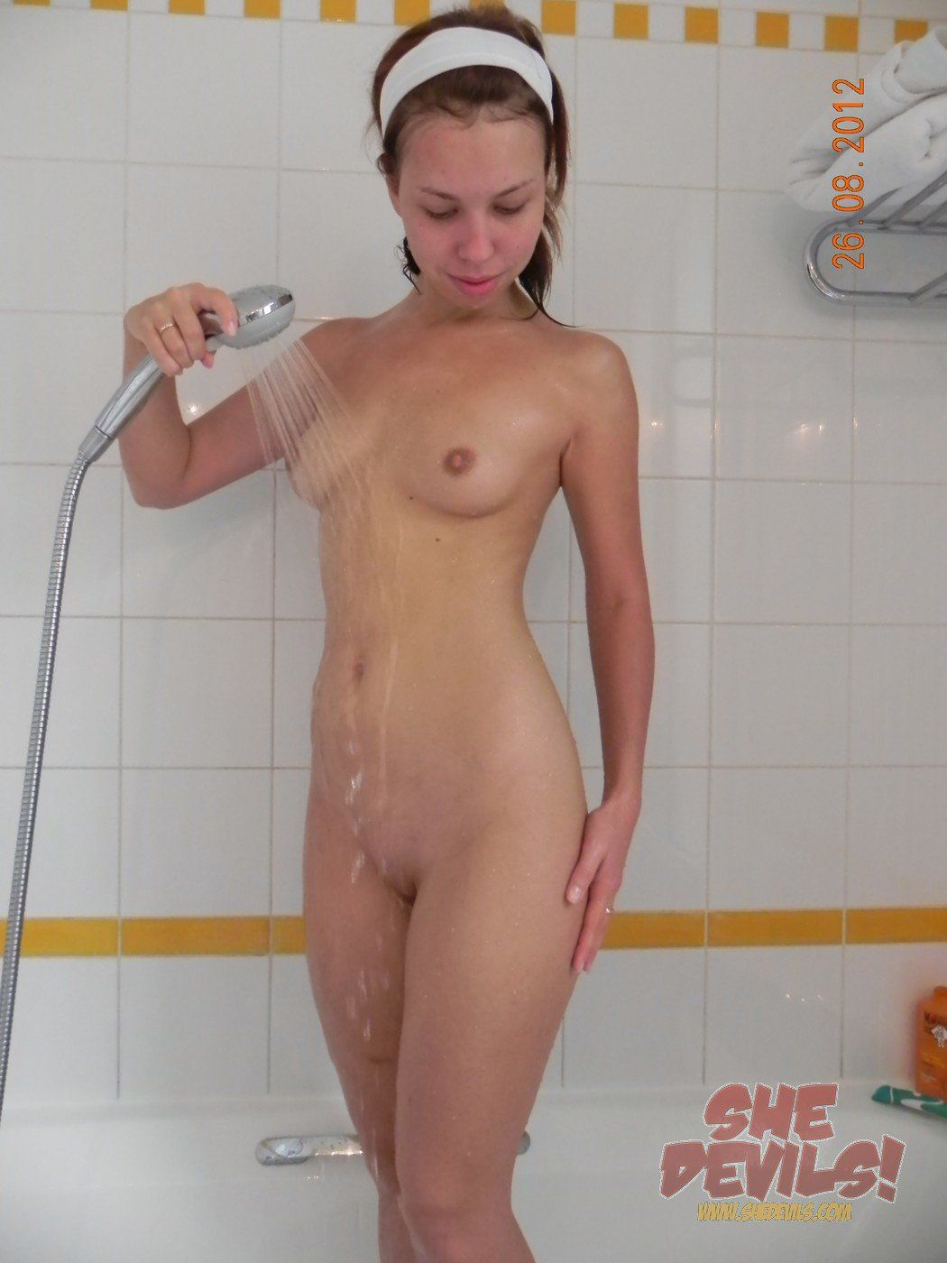 Getting shower girls nude in