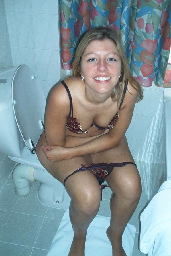 Skinny girls caught peeing