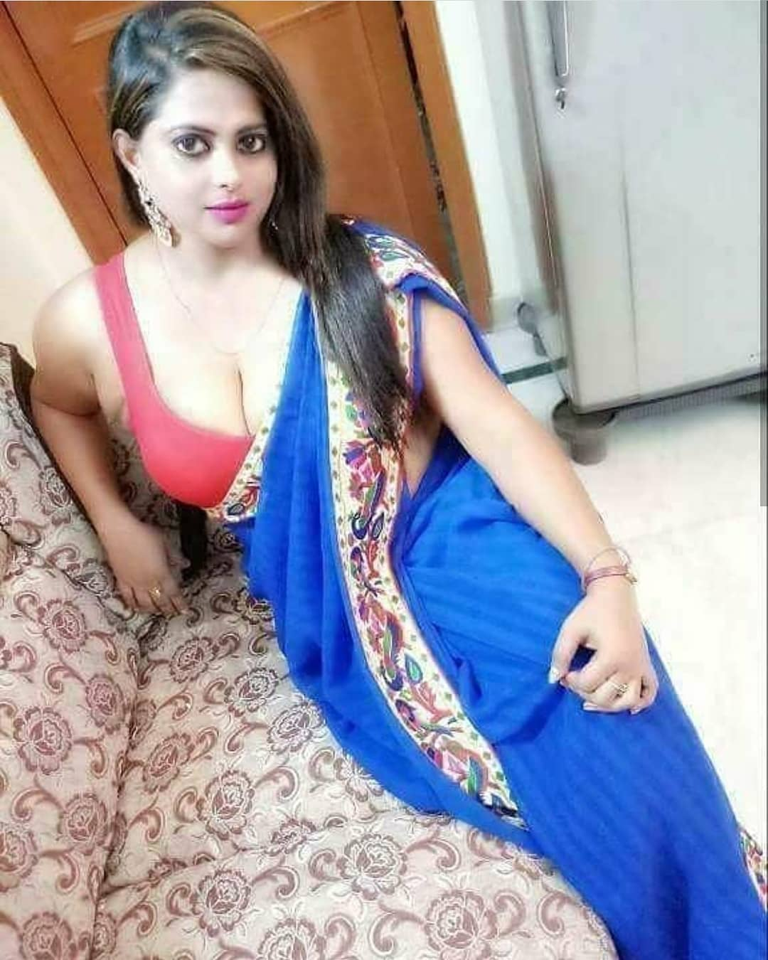 Hot sexy aunty in indian