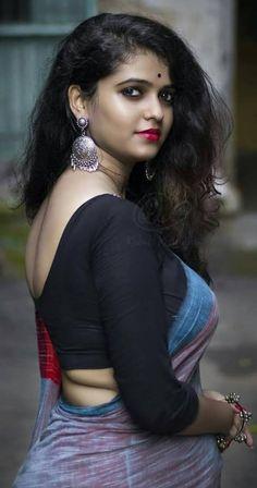 Woman bare back hot ass saree pic