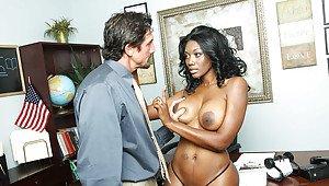 Ghanaian girl naked pic leaked