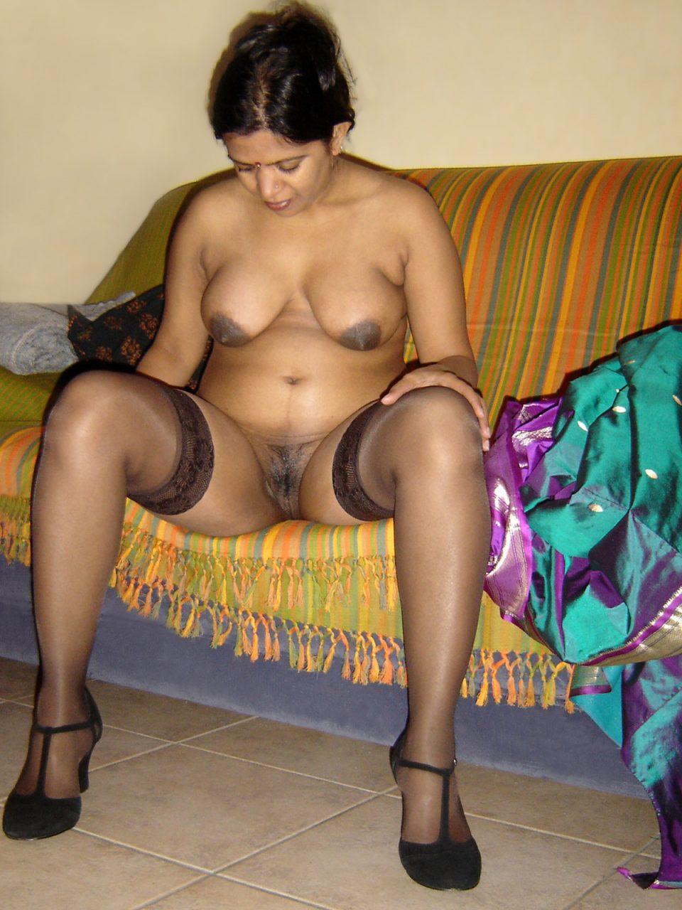 Aunty saree pussy fuck