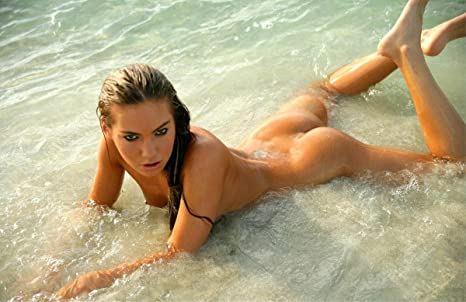 Hot nude women ass in water