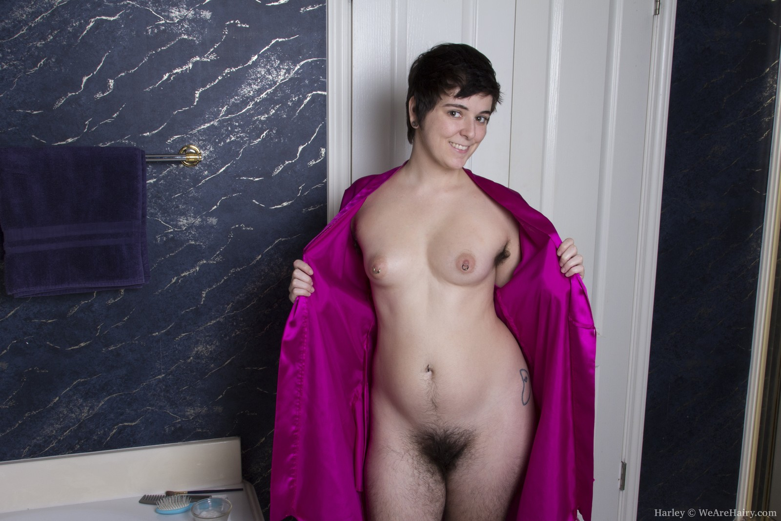 Naked extremely hairy women cunt picture