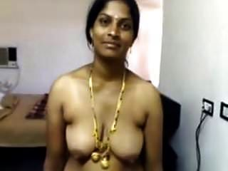 Mallu nri aunty in saree