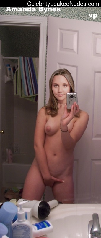 Amanda bynes nude self shots