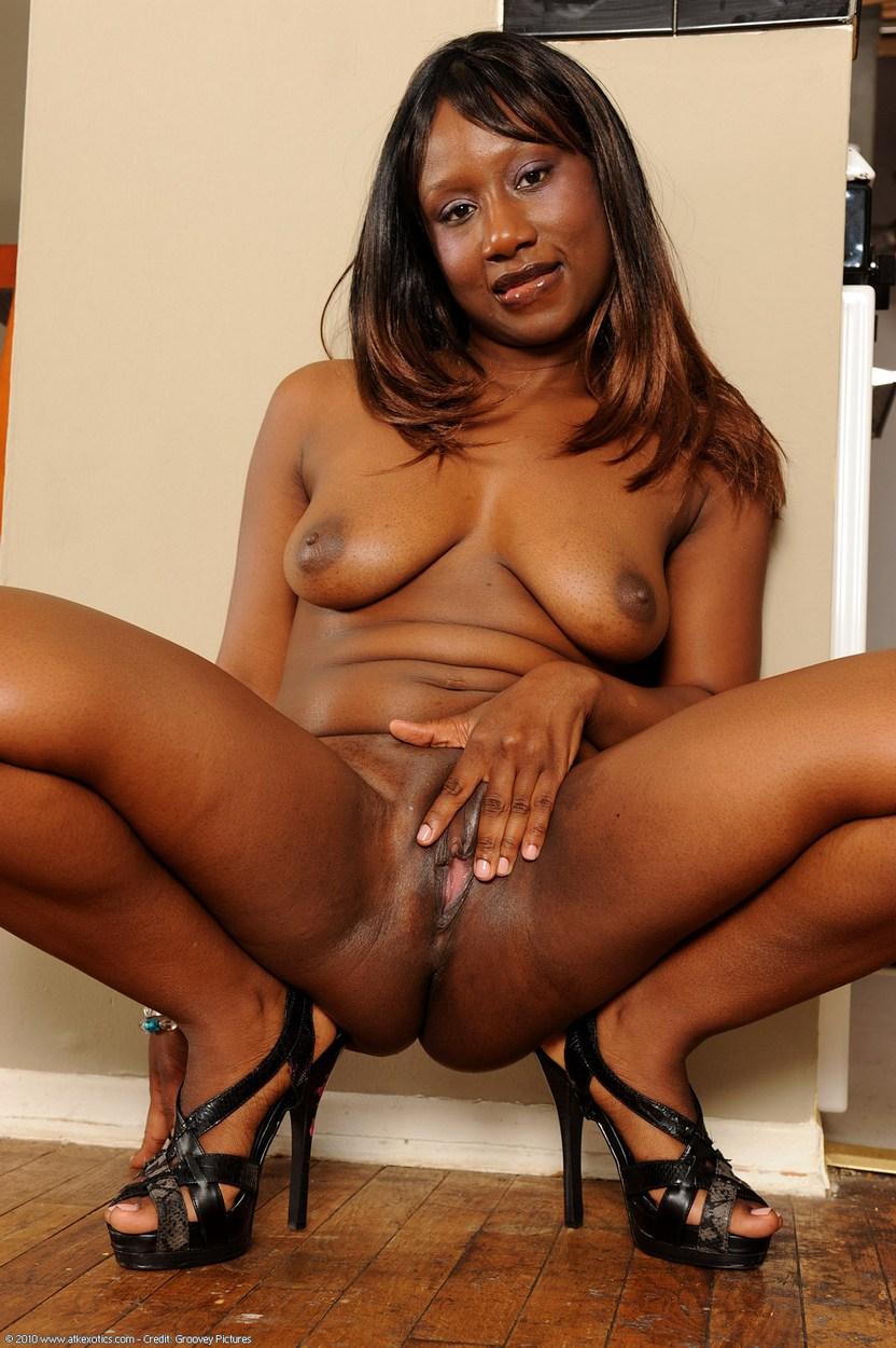 Gorgeous naked ebony black kenyan wife