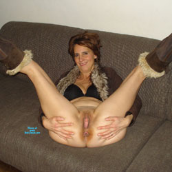 Amateur legs spread wide