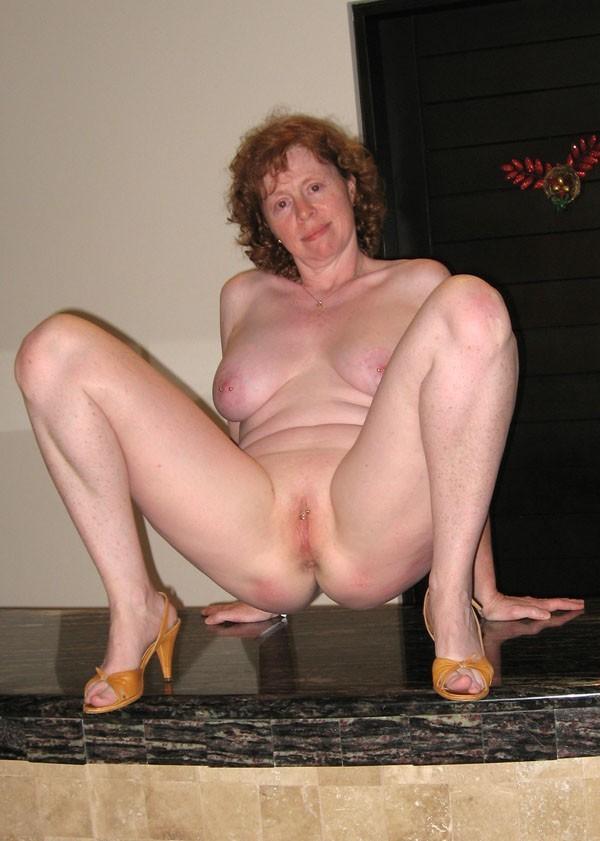 Mature porn open legs