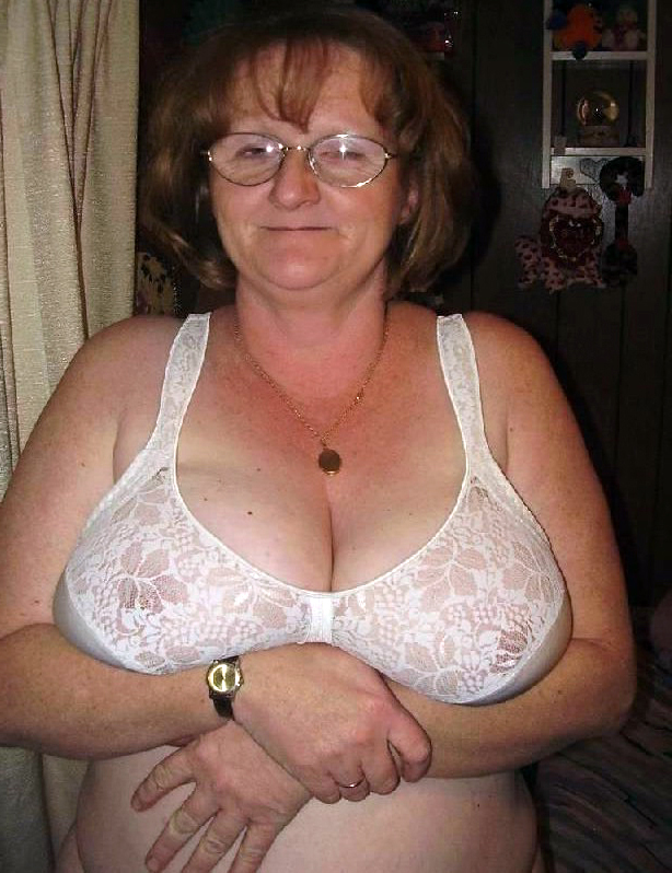 Granny with saggy tits