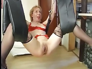 Granny lesbian anal fisting