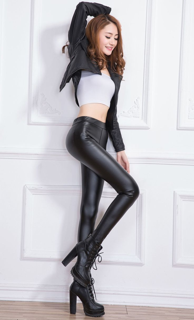 Milf in black leather pants porn pictures