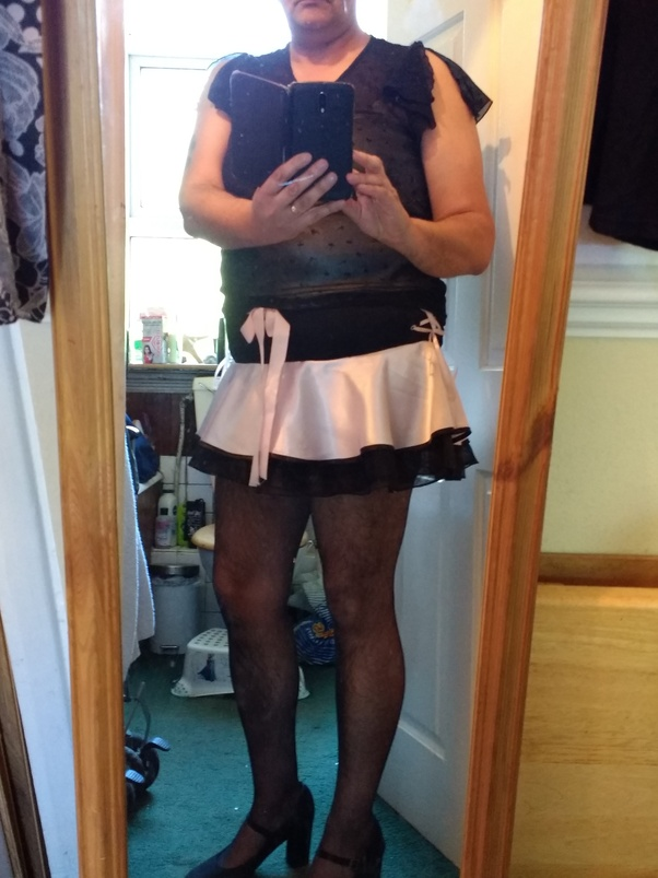 Amateur hot legs mini skirt
