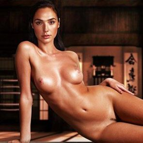 Gal gadot showing her naked body and vagina pics
